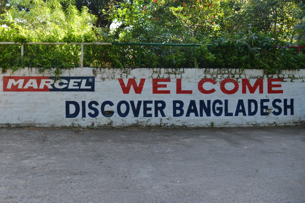 Bangladéš     13. – 27. listopadu 2016